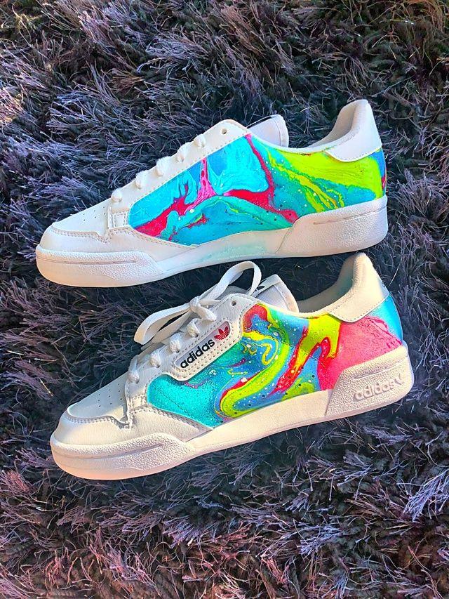 paquete dramático Sandalias  Hydro-dipped Adidas | THE CUSTOM MOVEMENT | Custom adidas sneakers, Custom  adidas, Adidas floral