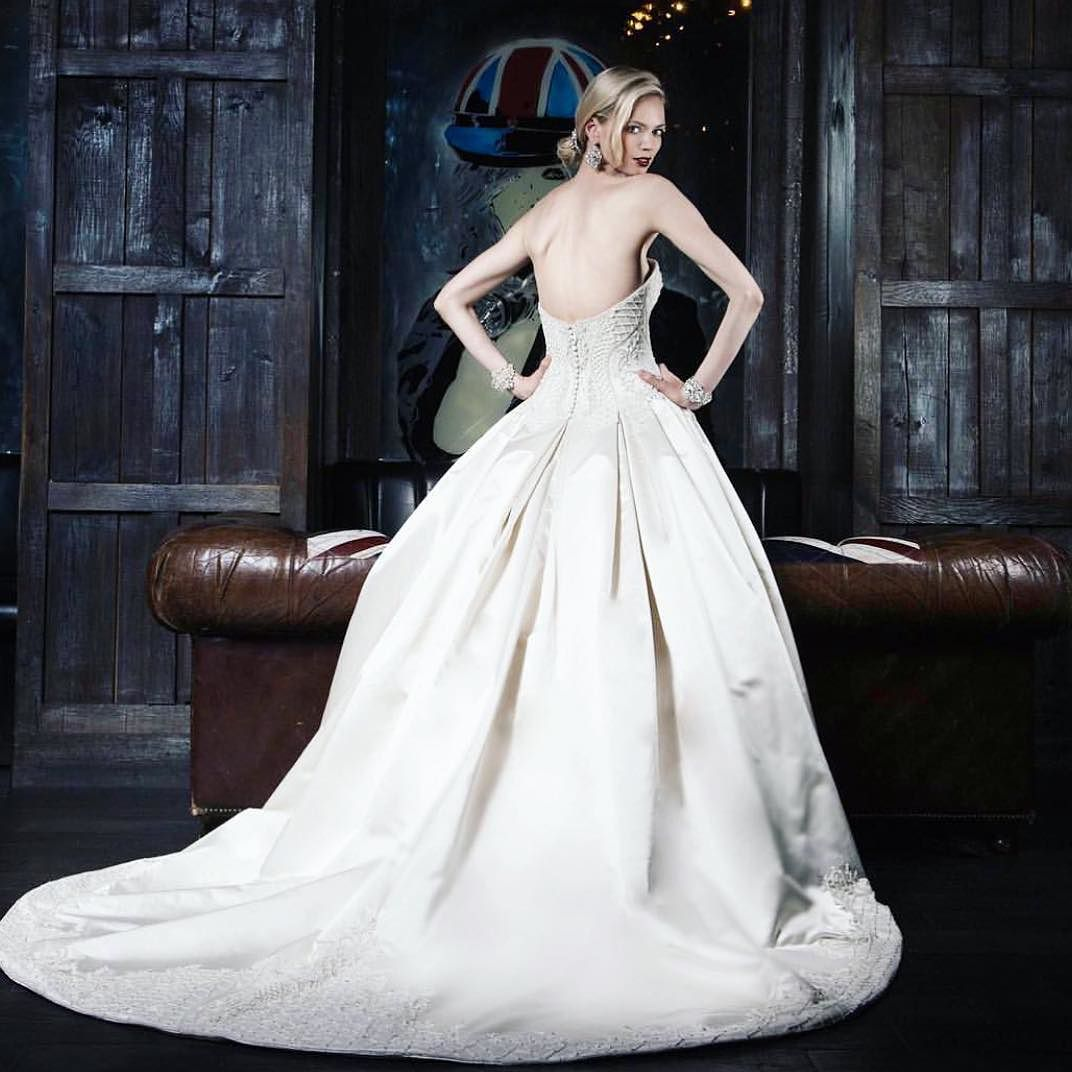 Visions of grandeur in this new #VictorHarper design Accessories by:  @cherylkingltd   location:  @electricroomnyc and @dreamhotels  #fashion #BridalShoot #weddingphotography #wedding #inahyattworld #instaglam #instabling #bts  #instaglam #instabling #fashion #BridalShoot #weddingphotography #wedding