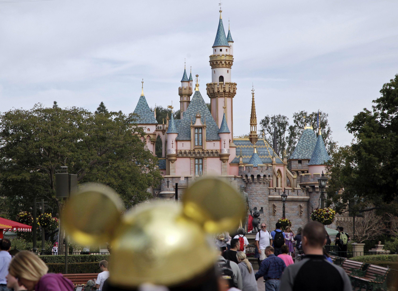 A #Disneyland, parque de diversões em #Anaheim, na Califórnia (EUA), completa, nesta sexta-feira (17), 60 anos. Foto Jae C. Hong/Associated Press.
