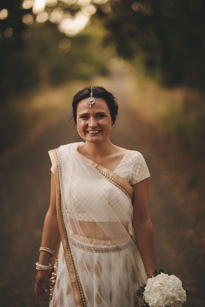 White and gold Sari bridesmaid dress | Indian bridesmaid dresses | Sari bridesmaid dress #bridesmaiddressideas #bridesmaids #champagne