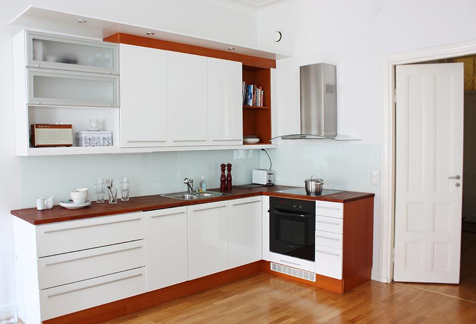 Young couple apartment, interior design, kitchen. Nuorenparin koti, sisustussuunnittelu, keittiö. Unga parets lägenhet, inredningsdesign, kök.