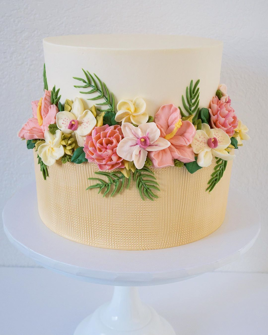 Cake Artist Leslie Vigil Creates Gorgeous Cakes That Look Like They're Embroidered