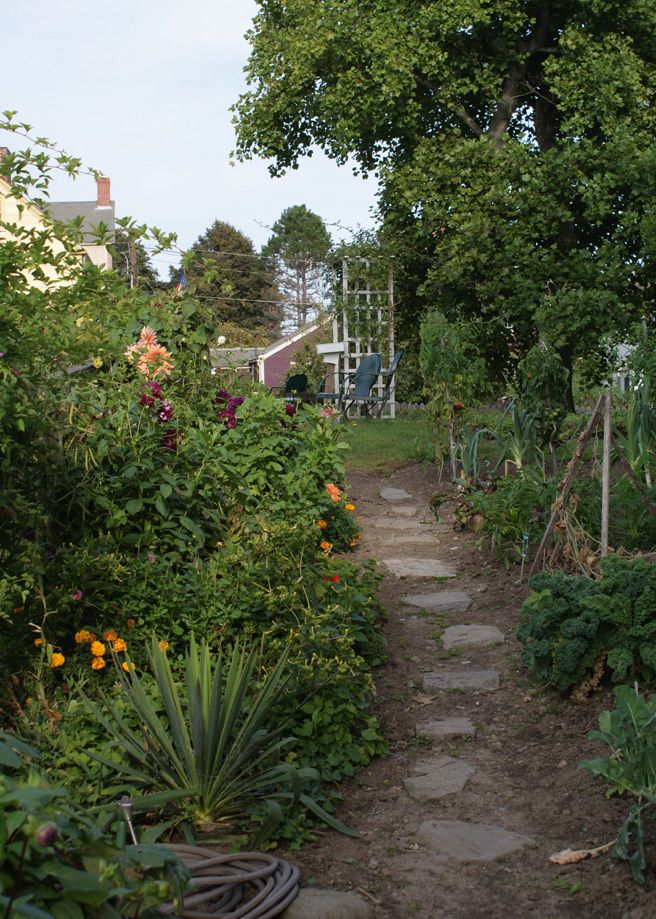 The Pecuines Family recreated Victory Garden Path, Strawbery Banke ...
