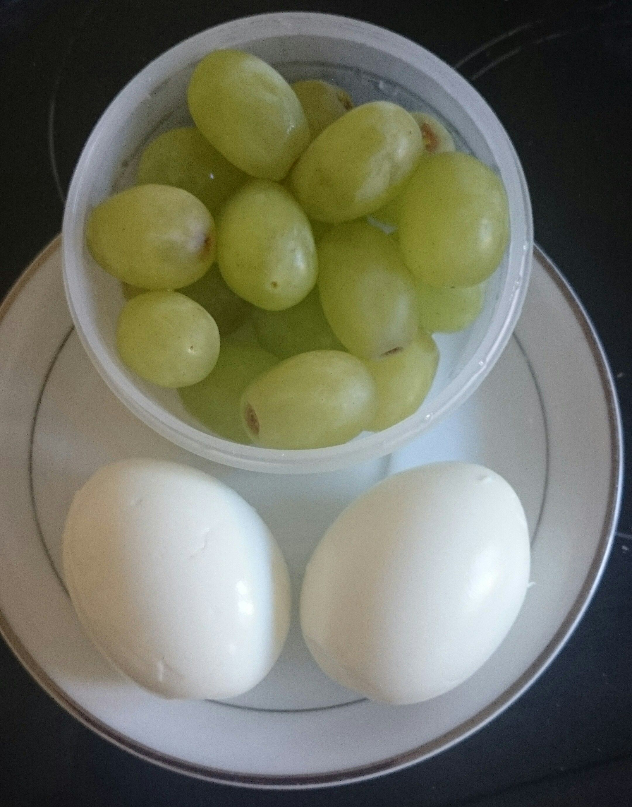 21 Day Fix Snack Idea S 2 Hard Boiled Eggs And Grapes 1 Red 1 Purple 21 Day Fix Snacks