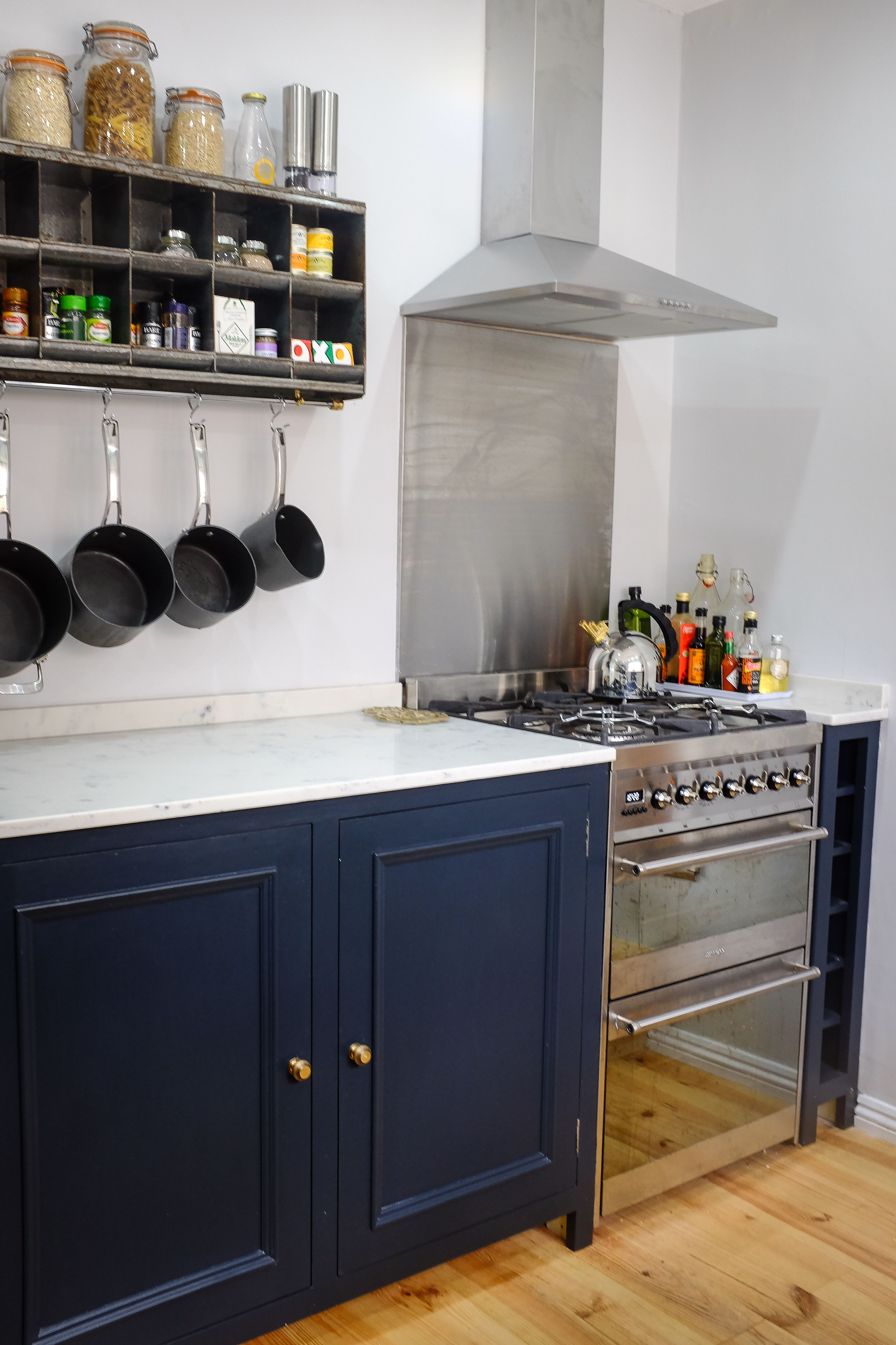Classic In Frame Kitchen Finished In Farrow And Ball Railings With Walls  Painted Dimpse #Fu0026B