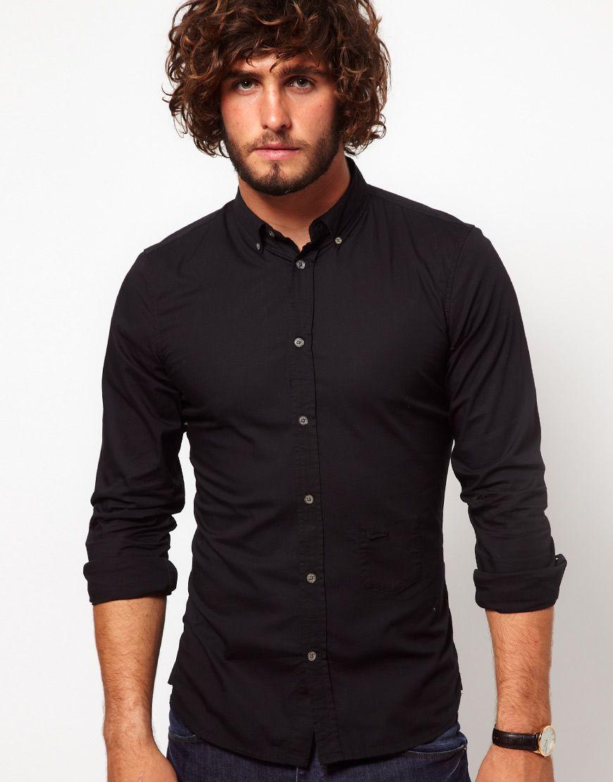 b17dadac4cc54 Чёрный мужской костюм-двойка бордовая рубашка галстук с брошью ...