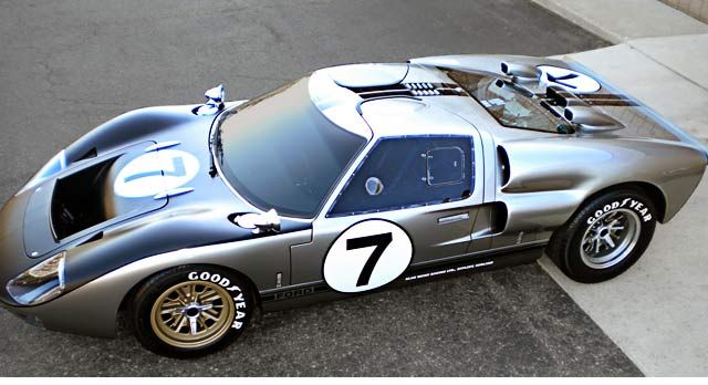 Superformance Ford Gt40 For Sale Hotlinked Photo Above Opens To The Same View Of This Ford Racing Ford Gt Ford Gt40