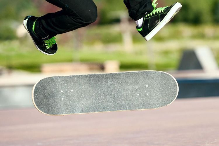 A Guide For Beginning Skateboarders Basics Tricks Gear And More Skateboard Photos Skateboard Skateboarding Tricks