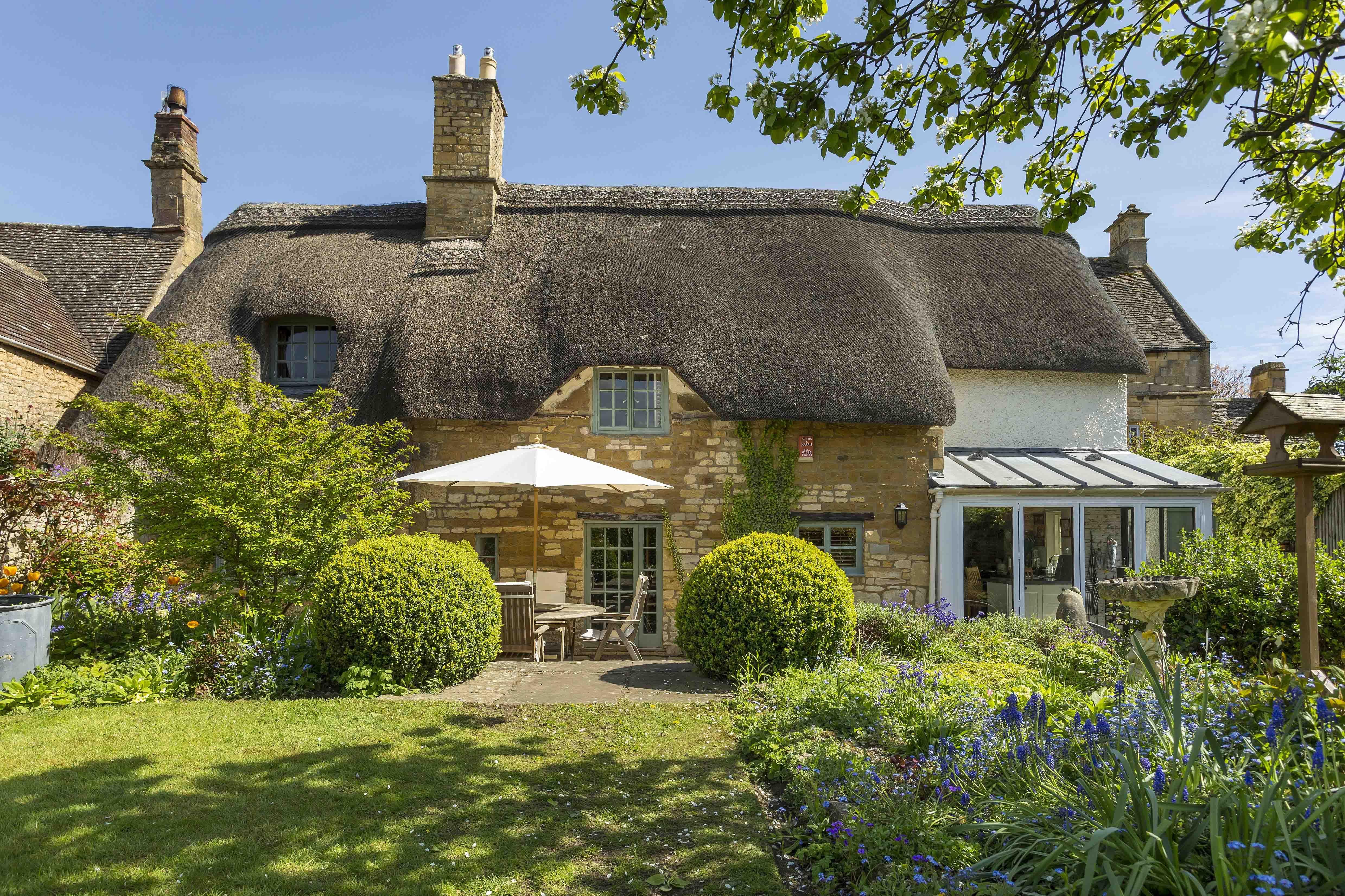8 dreamy cotswolds properties for sale cottages pinterest rh pinterest com