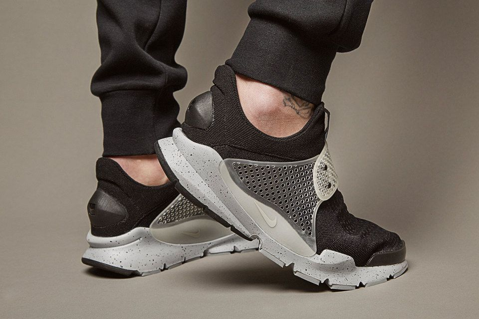 "meet edf55 eb1c5 fragment design x Nike Sock Dart SP ""Oreo"" 