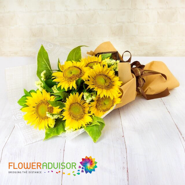 Sunflowers Bouquet Will Be The Best Choice As A Special Gift For Your Best Friend Same Day Flower Delivery Flower Delivery Hand Bouquet