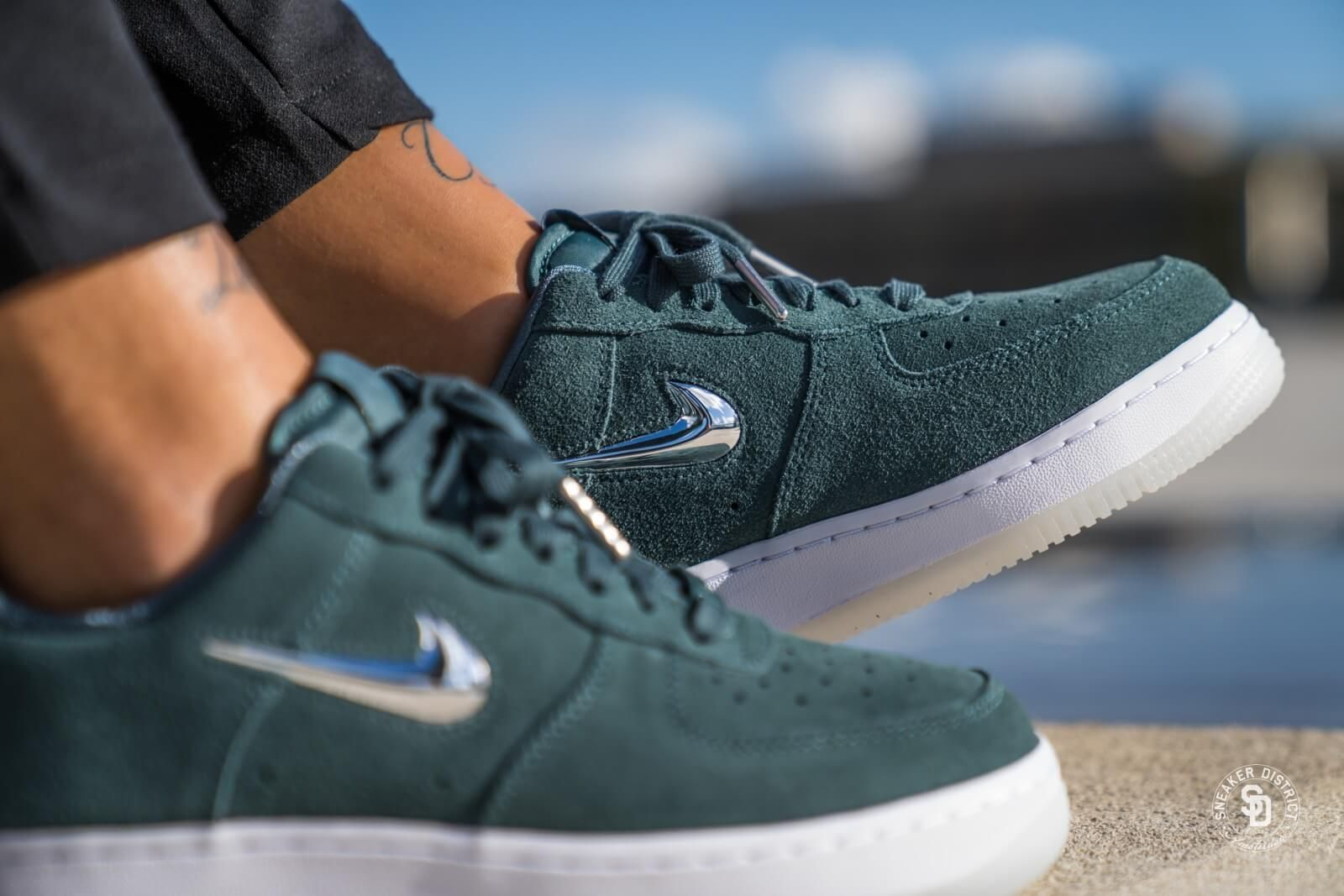 low priced 6d7d2 709fc Nike Women's Air Force 1 '07 Premium LX Faded Spruce/Metallic Silver -  AO3814-300
