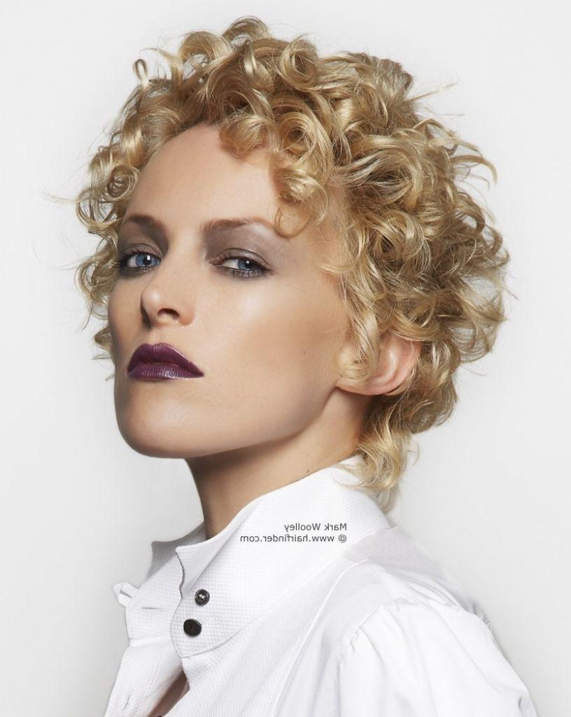 Blonde Dauergewelltes Haar Frisuren Frisuren Modelle Short