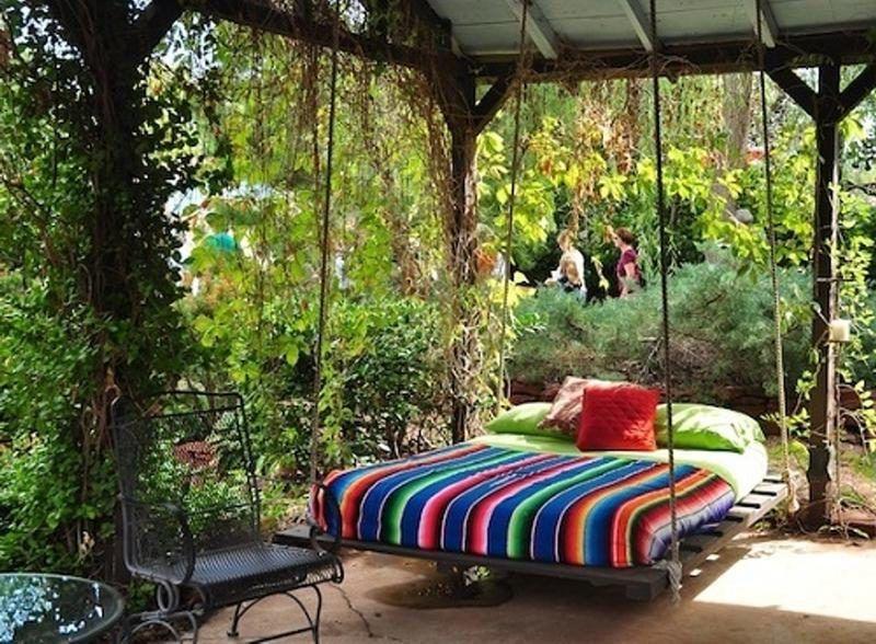 h ngebett selber bauen 44 diy ideen f r bett aus paletten im garten architecture interiors. Black Bedroom Furniture Sets. Home Design Ideas