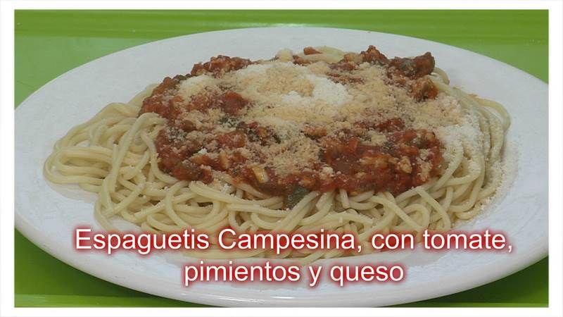 Espaguetis Campesina, con tomate, pimientos y queso