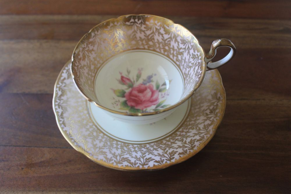 Aynsley Gold Pink Cabbage Roses Flowers Teacup Tea Cup Saucer set England