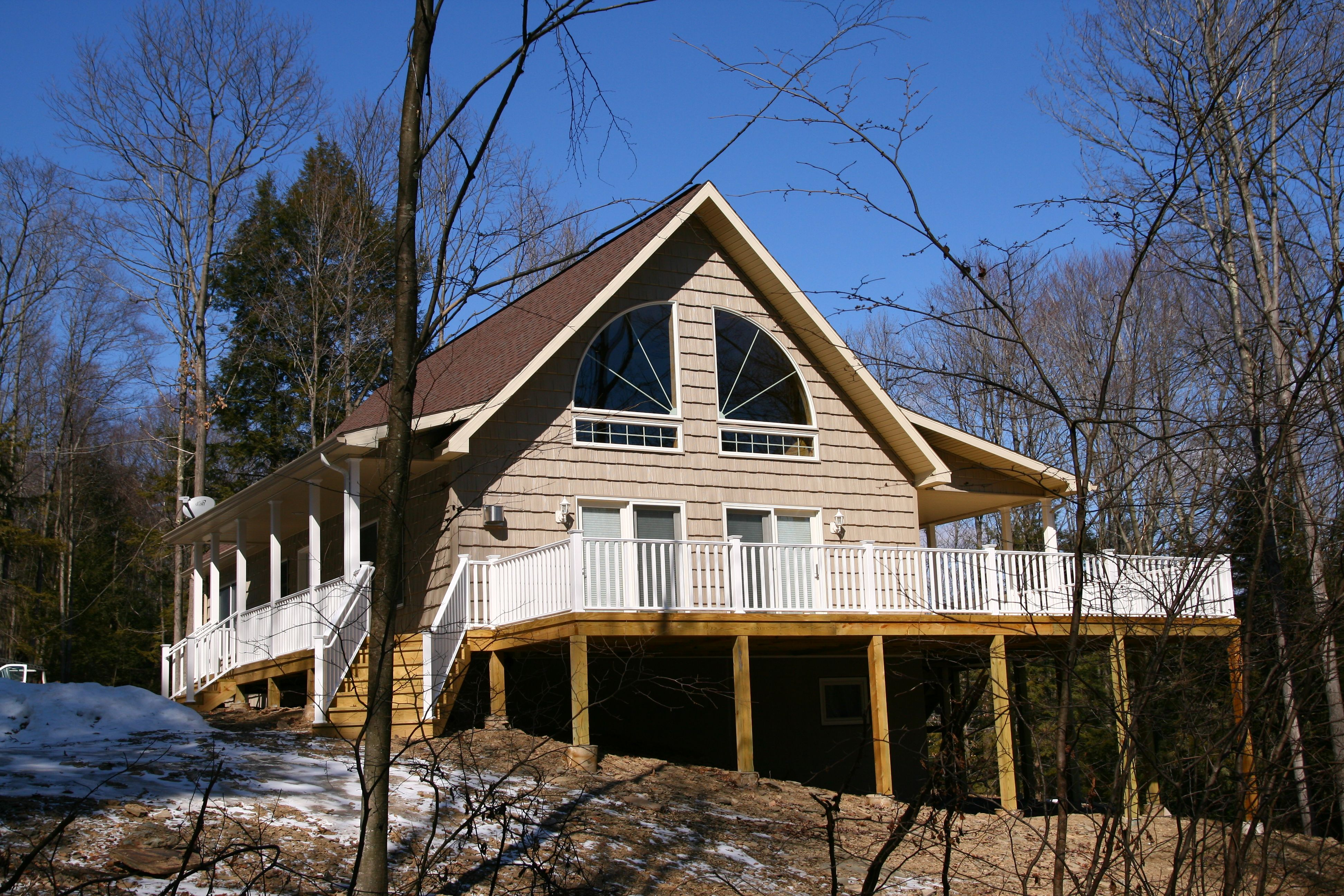 Chalet with vinyl shake siding 2 lake house pinterest for Chalet house