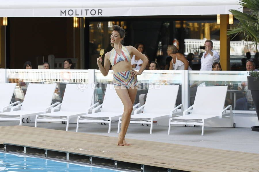 Paris : Défilé de bikini vintage à la piscine Molitor - Culture - Citizenside France