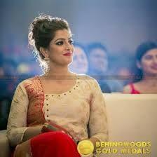 Varalakshmi sarathkumar wedding dress