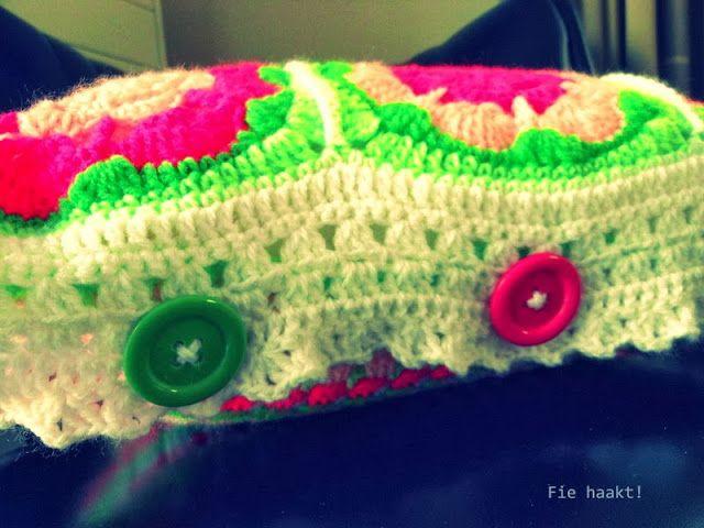 Fie bakt, haakt én naait!: Kussen in frisse kleurtjes... Handige manier voor sluiting van kussenhoes
