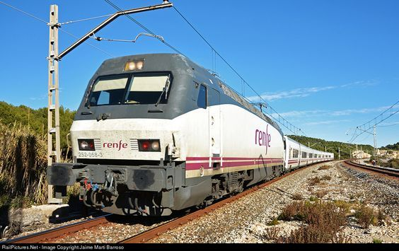 RailPictures.Net Photo: 252-058 Renfe 252 at Barcelona, Spain by Jaime Marti Barroso:
