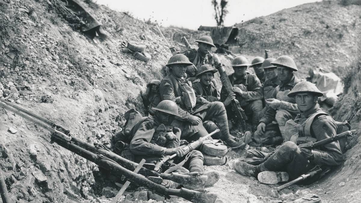 Greatwar 1914 Australian Soldiers Relax In The Trenches The