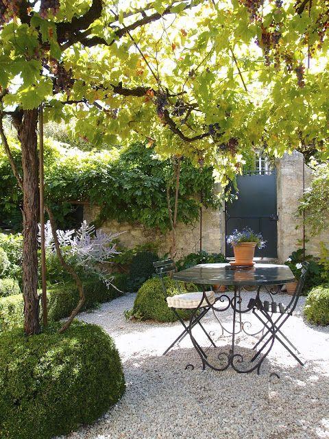 Mediterran Mediterraner Stil Garten Gartengestaltung Terrasse
