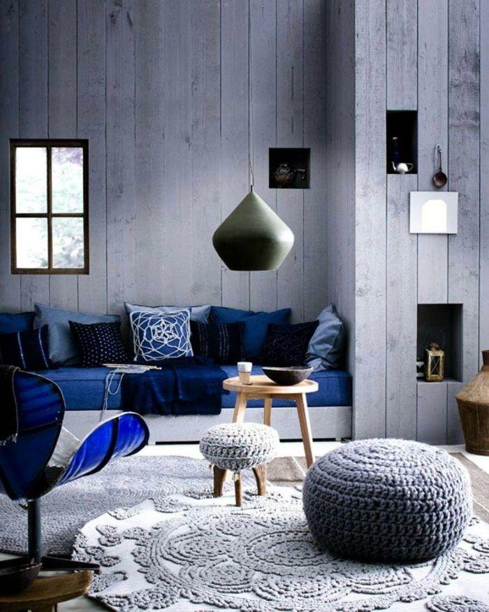 wohnzimmer ideen dunkelblaues sofa