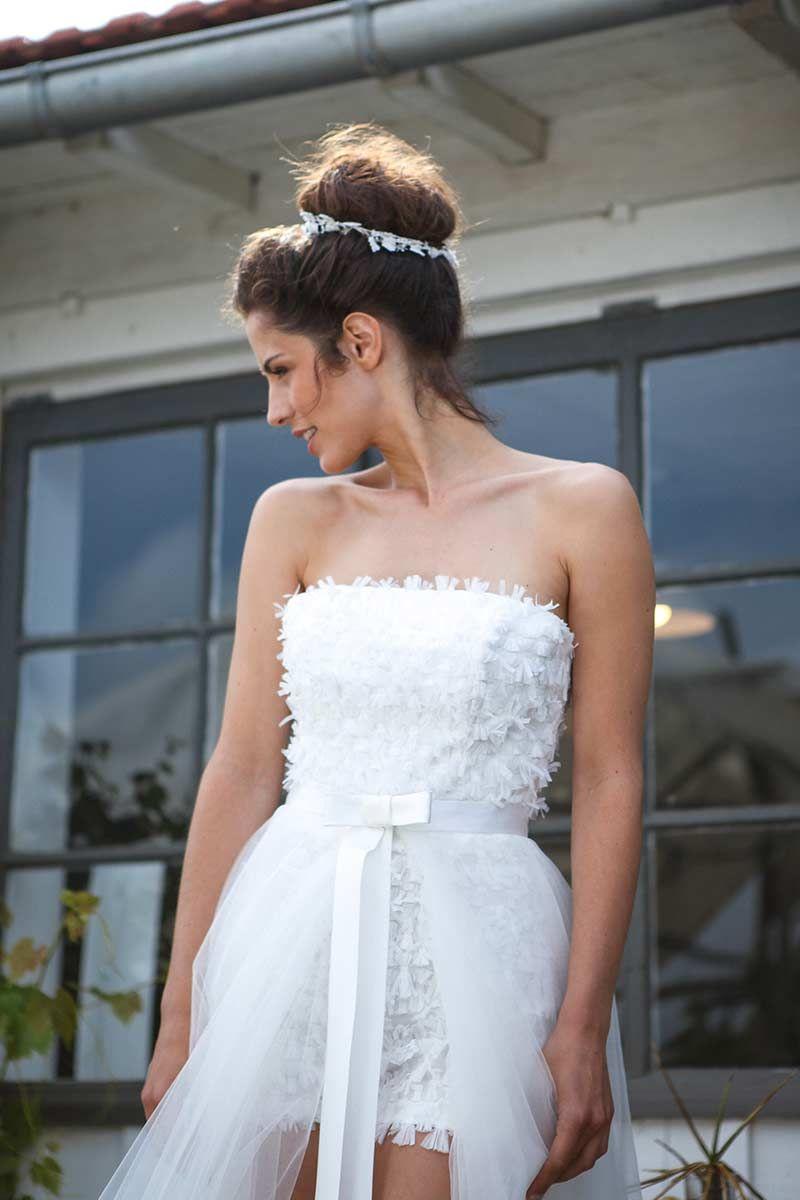 Dans les baskets de lamariée short wedding dresses bride dresses
