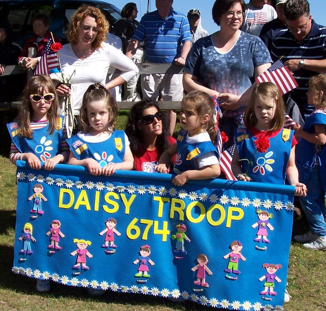 Cute parade banner idea for Girl Scout Daisies - Daisy Troop
