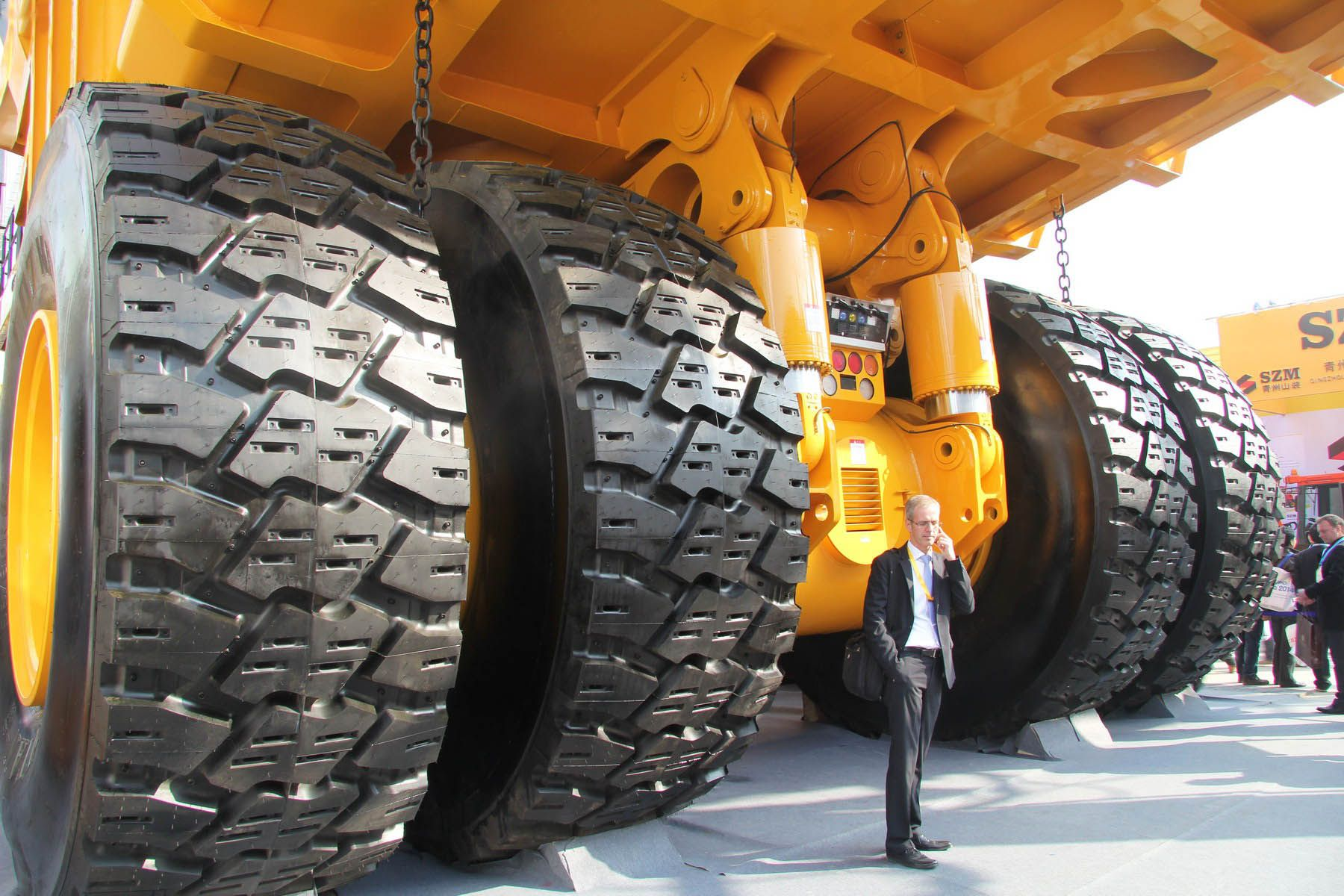 Look At The Monster Overview Those Enormous Mining Trucks Sinotruk Parts Howo Parts Shacman Parts Genuine Parts Trucks Dump Trucks Heavy Equipment