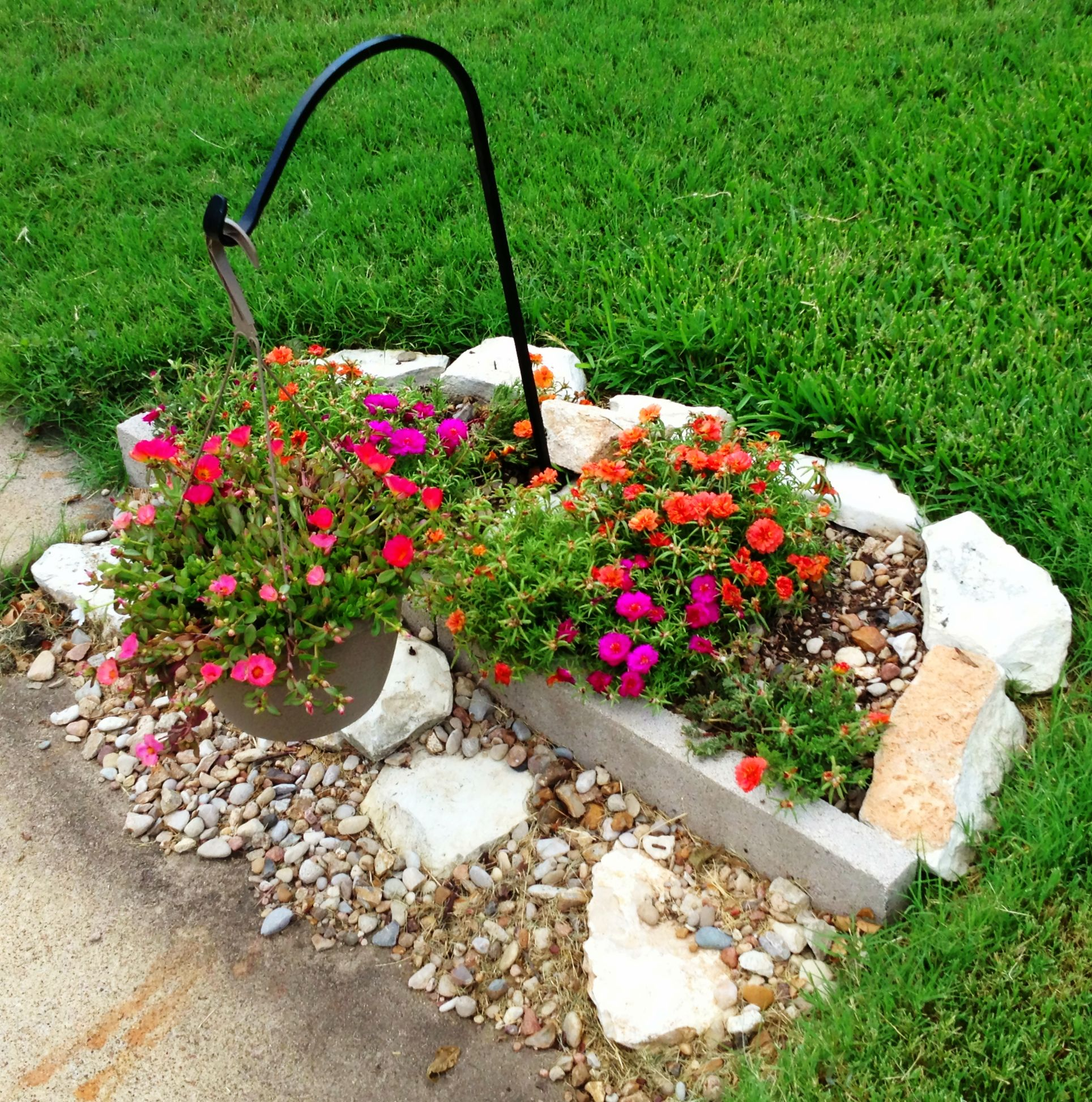 Small Garden Secrets: Small Flower Bed In Front Yard 2013