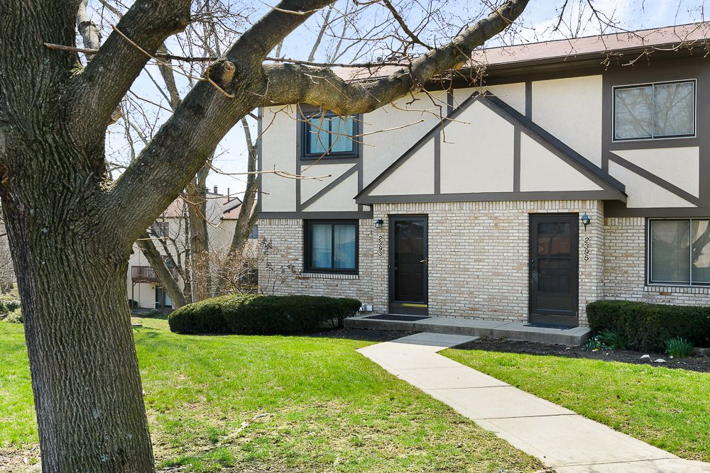 Beautiful Wood Run Condo! Highly desirable end unit with