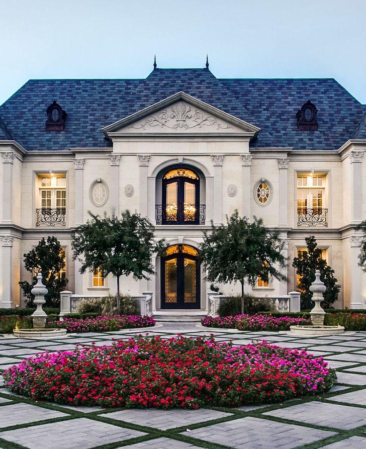 Photo of Squisita casa in stile castello francese con architettura classica – Dallas, Texas …