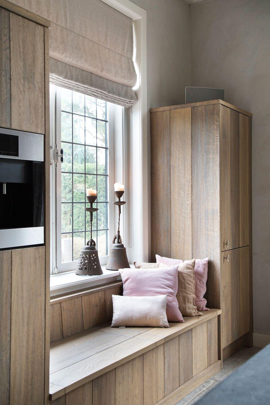 Deze keuken van ruw hout is echt een plaatje doordat de materialen ook zijn…
