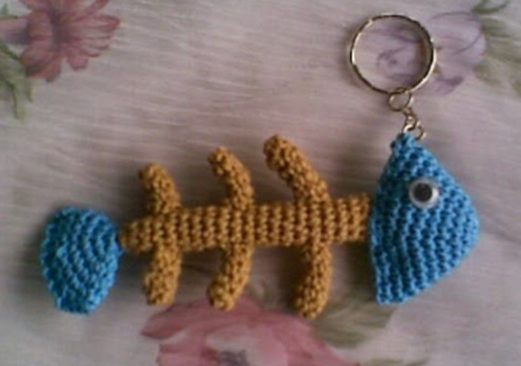 Crochet Amigurumi Keychain Free Pattern : Crochet amigurumi fishbone key ring free pattern amigurumi
