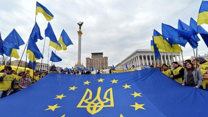 A Eu Ukraine Flag Is Unfurled At The Euromaidan Protests In Winter Of 2013 2014 Ukraine Ukrainian Flag Russia News