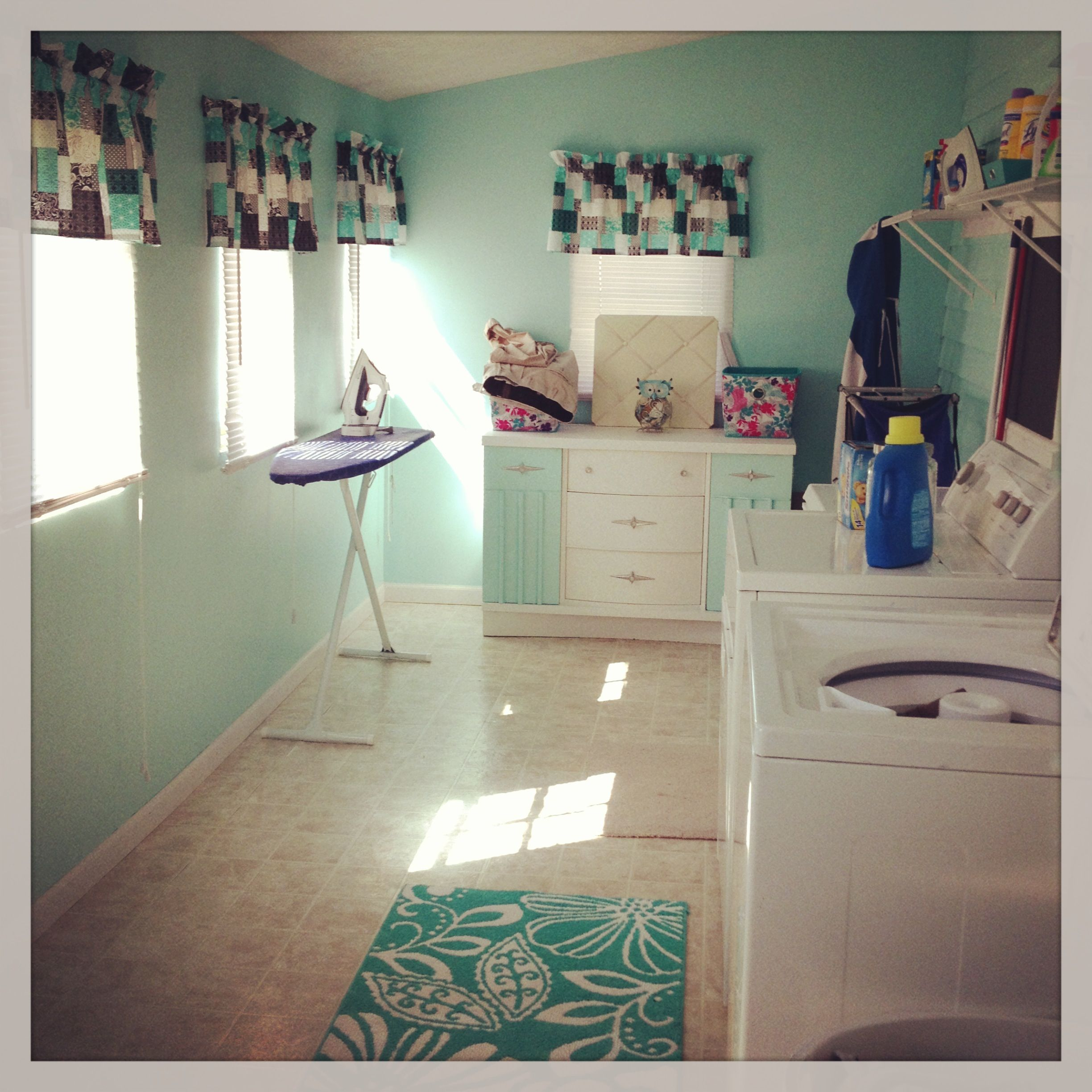 spa blue laundry room like the rug blue laundry rooms on effectively laundry room decoration ideas easy ideas to inspire you id=20892