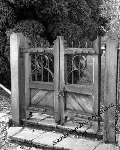 Old English Craftsmanship Decorative Wooden Gate By