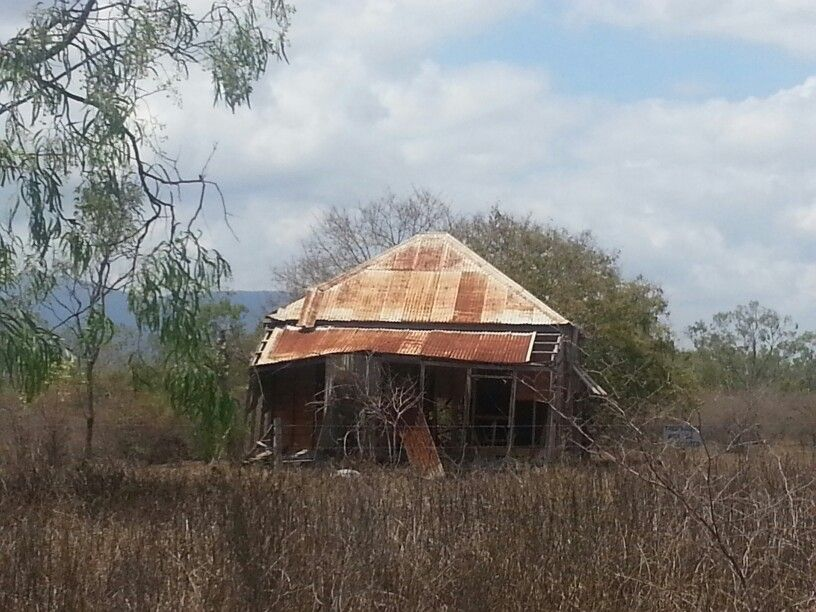 Abandoned house on Charters Towers Road near Townsville ...