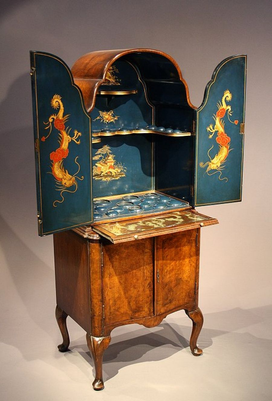Antique Chinoiserie Walnut Cocktail Drinks Cabinet Mobilier Cabinet Cocktail