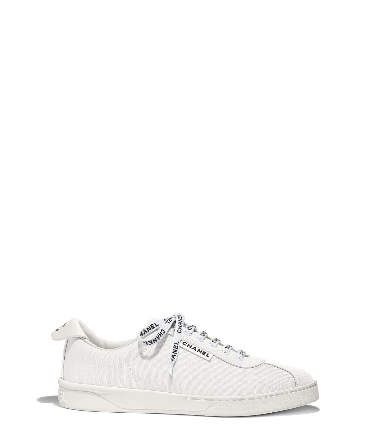 61b6007ba7f Sapatos of the Cruise 2018 19 CHANEL Fashion collection   Tênis ...