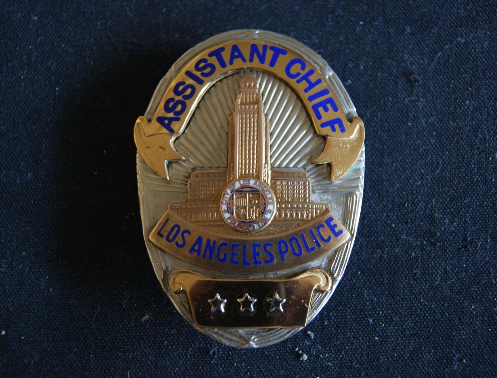 Los Angeles Police Scarce Police Badge Retired Assistant Chief Badge Hmk Entenmann Rovin Police Badge Police Badges For Sale Los Angeles Police Department