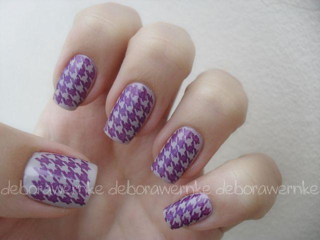 Nail Art - Purple Pied de poule (Konadcure) by DéboraWernke, via Flickr
