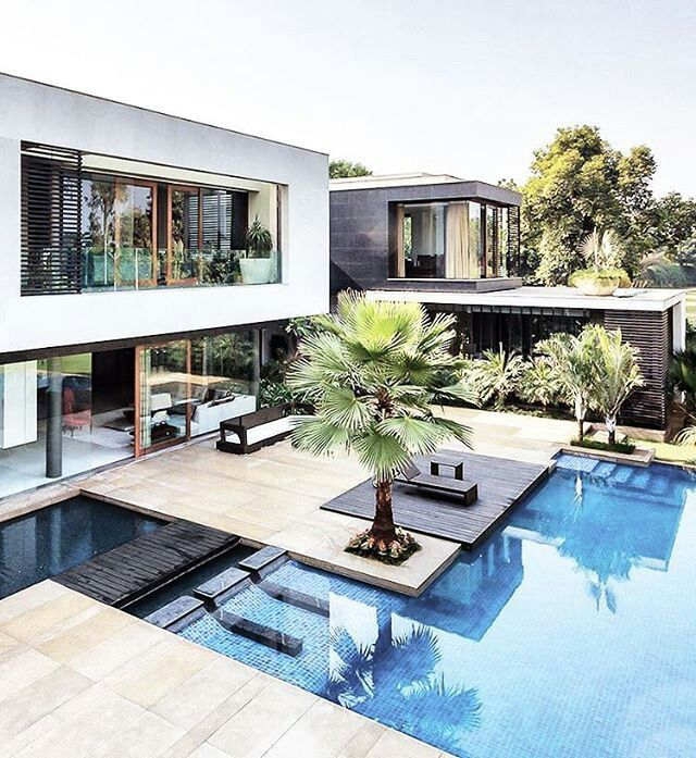 Modern Home In New Delhi India Architecture House Architecture Modern Pools