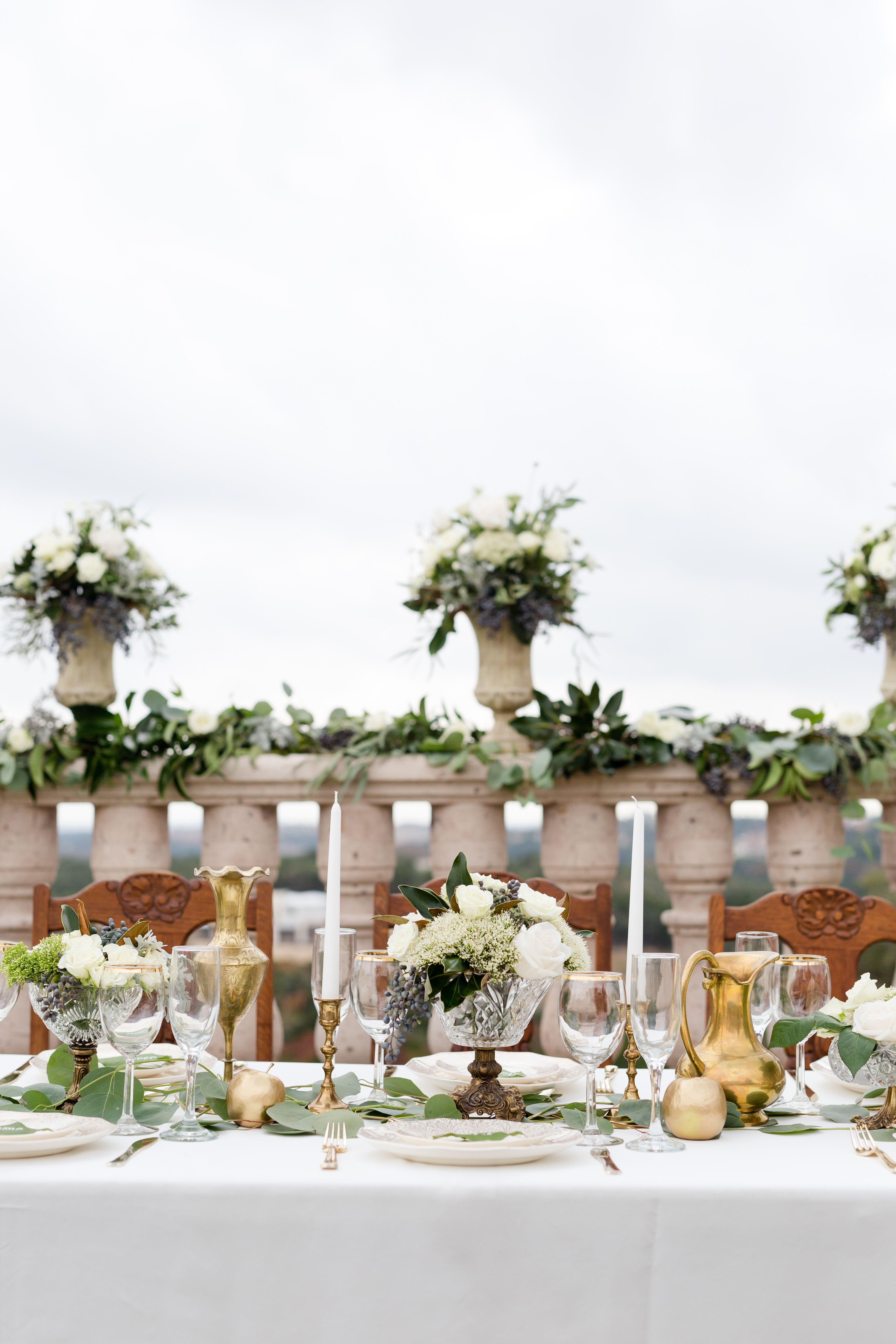 Green White And Gold Wedding Decor In 2020 Gold Wedding Decorations Wedding Decorations Vista
