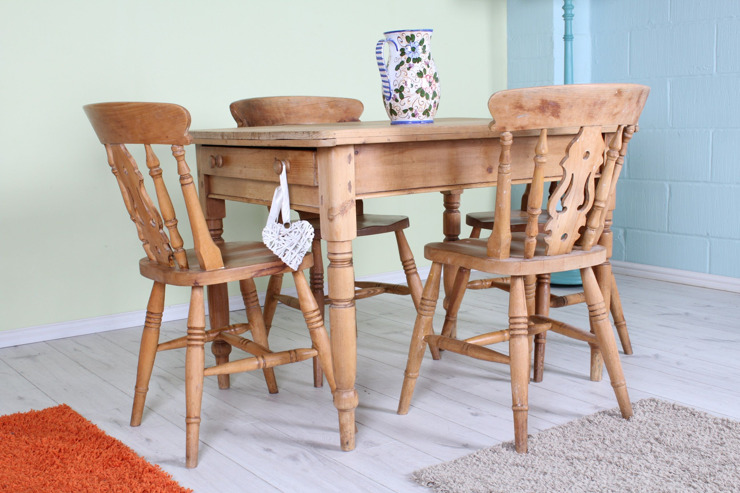 SMALL OLD WAXED FARMHOUSE KITCHEN TABLE WITH 8 FIDDLEBACK CHAIRS