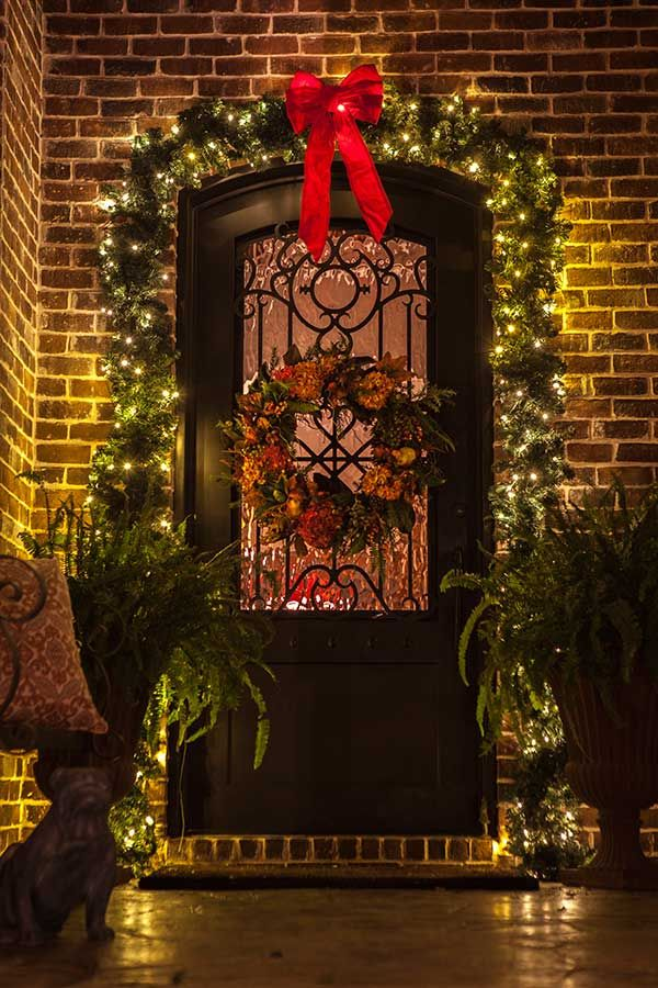 Welcoming-Christmas-Lights-Bows-Garland---The-Perfect-Light-Dallas