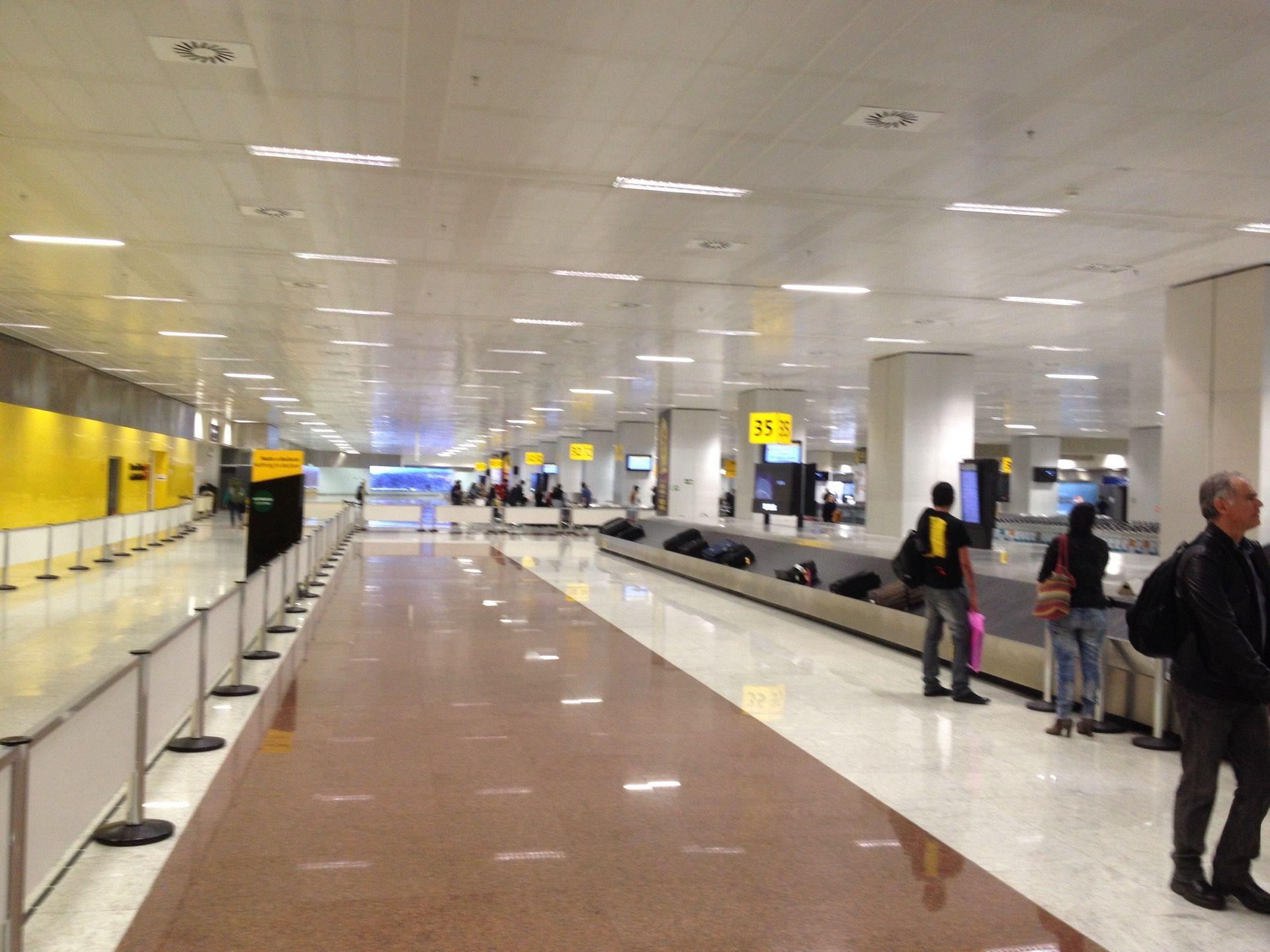 Aeroporto Sp : Aeroporto internacional de são paulo guarulhos gru in
