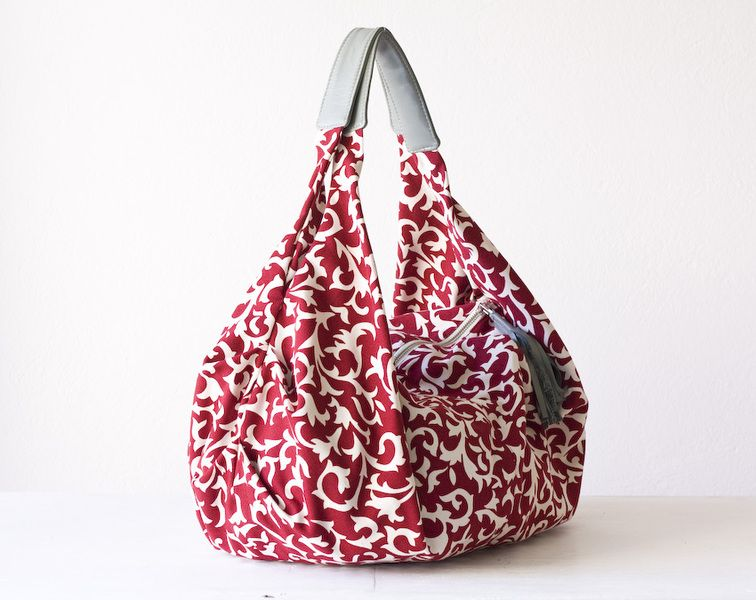 ● This bag was made using a Red cotton canvas with white floral patterns and Grey  sheep leather for the handles and zipper pull.    ● Large but el...